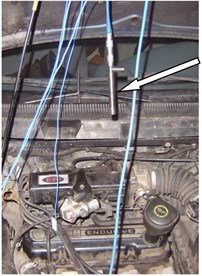 The location of acceleration transducer and microphone on the test engine
