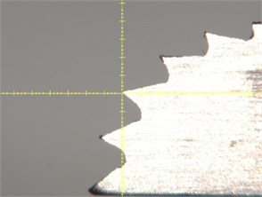 Image of the cutting tool of piezoelectric device: a) resting and b) vibrating condition