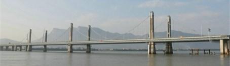Louzhou Bridge: a) panorama and b) 3D finite-element model