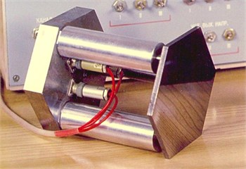Piezoelectric actuator for optical systems (with three piezostacs)