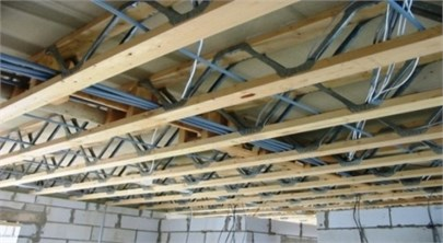 Floor made of hybrid timber-metal beams