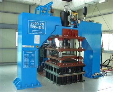 2,000 kN fatigue test machine