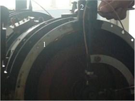 Thin turbine casing single rubbing  experiment: 1-rub spark, 2-tighten bolt rub