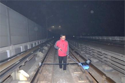 Continuous measurement of rail roughness