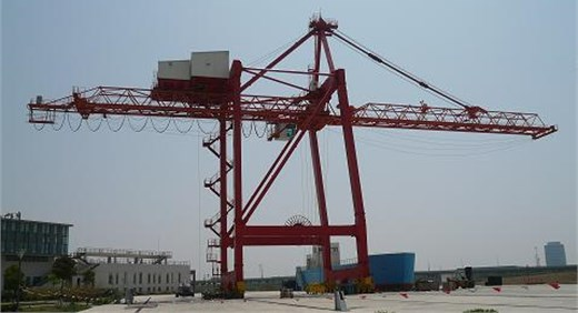 The container crane in Shanghai Maritime University
