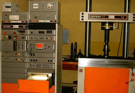 Static and dynamic testing machine Instron 1273