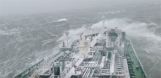 """Oil/chemical tanker """"New England"""" in storm [2]"""