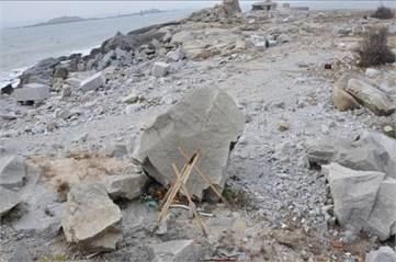 The boulder before blast