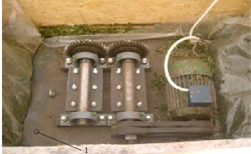 Centrifugal direct-action vibrator in container storage: 1 – location of accelerometer
