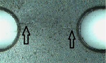 View of specimens cracks after a) 4000 seconds and b) 4800 seconds of experiment
