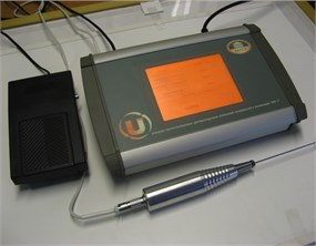 a) Ultrasonic device, b) sonication of implants