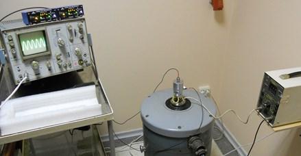 Experimental rig for detector holder response measurements