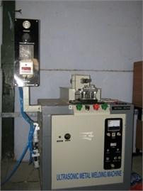 a) Experimental setup, b) type II sonotrode