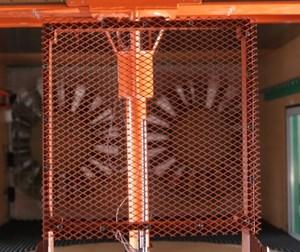 Experimental configurations: a) plastic mesh, b) steel mesh