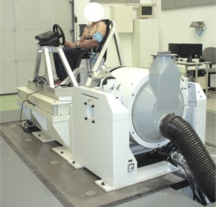 Test bench during simulation of the horizontal vibration exposure