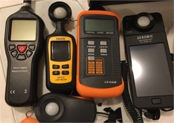 Light illuminance measurement devices