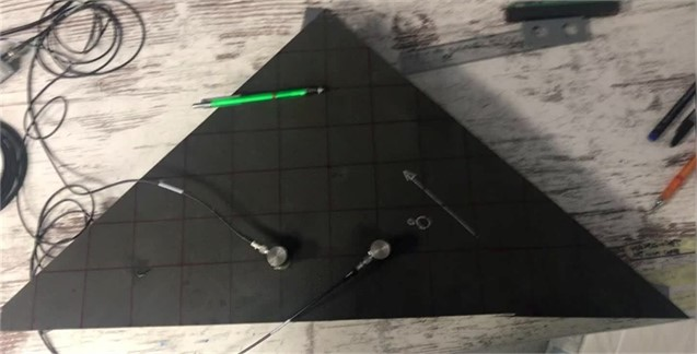 Triangular-shape specimen with sensors and PLB position
